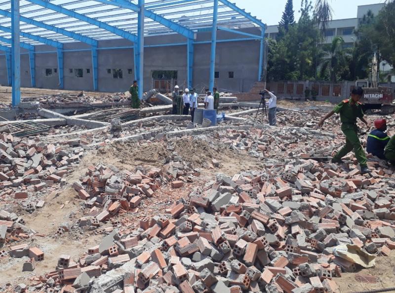 Vĩnh Long: Sập tường nhà xưởng, 5 người chết