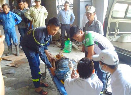 Đà Nẵng: Điều tra nguyên nhân vụ sập giàn giáo khiến nhiều công nhân mắc kẹt, 2 người bị thương nặng
