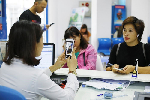 Còn khoảng 34 triệu khách hàng chưa nộp ảnh chân dung