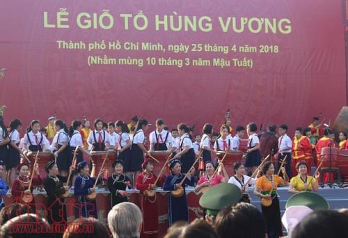 hang nghin nguoi du le gio to hung vuong o tp ho chi minh
