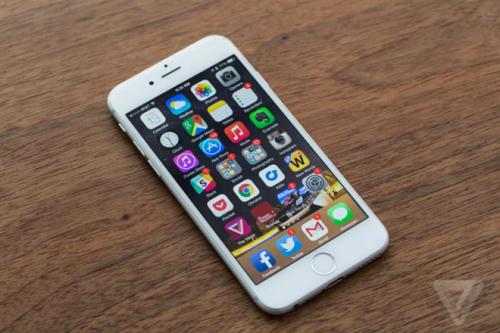 Apple sẽ hoàn trả 50 USD cho người từng thay pin iPhone