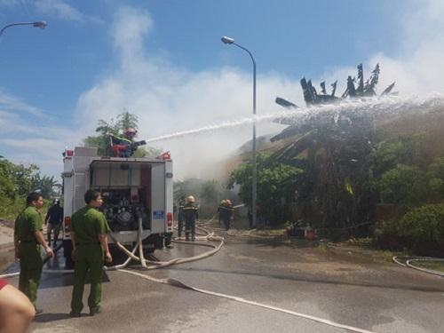 Cháy kho chứa bông ở Nam Định, hàng hóa, máy móc bị thiêu rụi