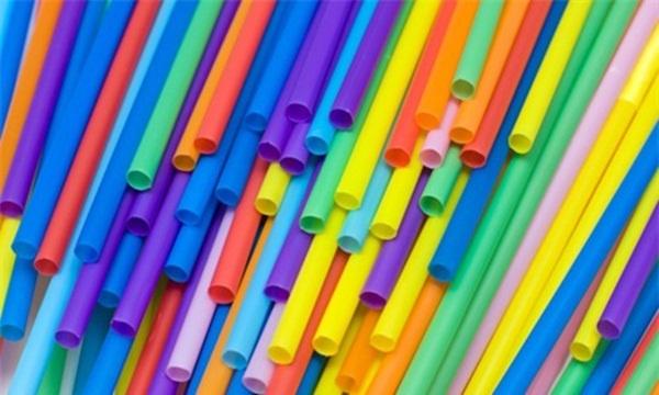 Thủ đô Argentina cấm sử dụng ống hút nhựa