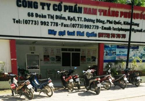 kien giang pho giam doc hang taxi o phu quoc no sung doa tai xe bi tam dinh chi cong tac