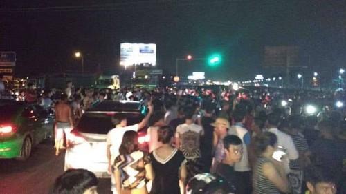Vụ 2 thiếu nữ tử vong ở Hưng Yên: Người thân mang quan tài đến trụ sở công an