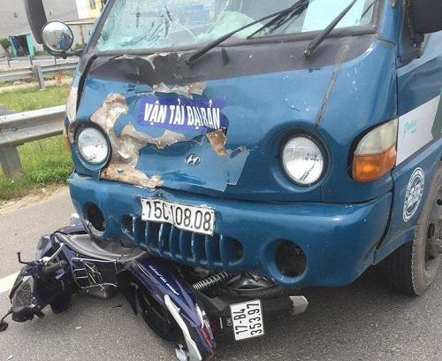 Thái Bình: Hai vợ chồng thương vong khi va chạm với xe tải