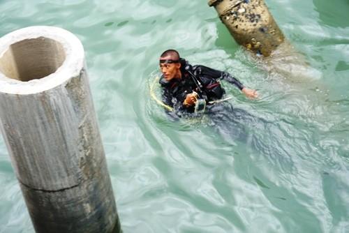 Quảng Ngãi: 12 thợ lặn khai quật tàu cổ ở Dung Quất