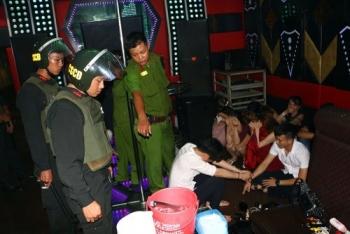 vinh long 6 dang vien bi de nghi ky luat trong vu su dung ma tuy o quan karaoke