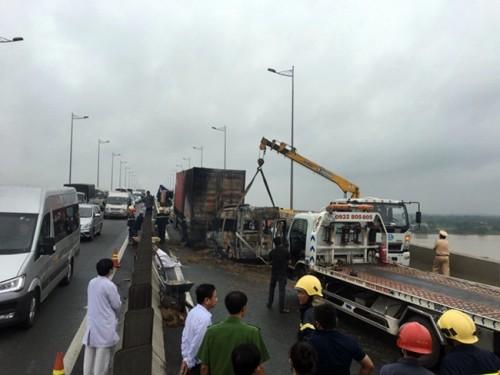 Xe khách bốc cháy trên cao tốc TP.HCM – Long Thành – Dầu Giây, 2 người tử vong