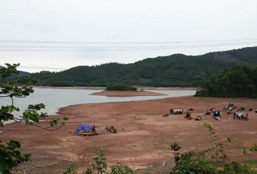 Hà Tĩnh: Hai chị em gái được phát hiện chết đuối dưới hồ