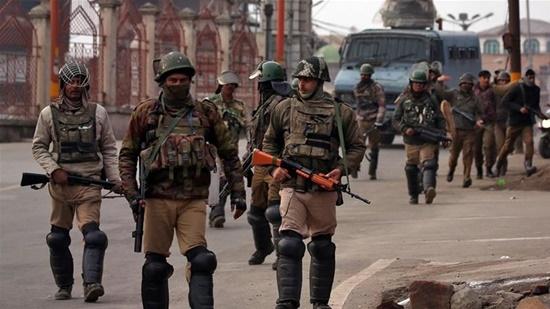 Ấn Độ và Pakistan tái diễn đấu súng dữ dội qua đường ranh giới kiểm soát (LoC) ở khu vực Kashmir