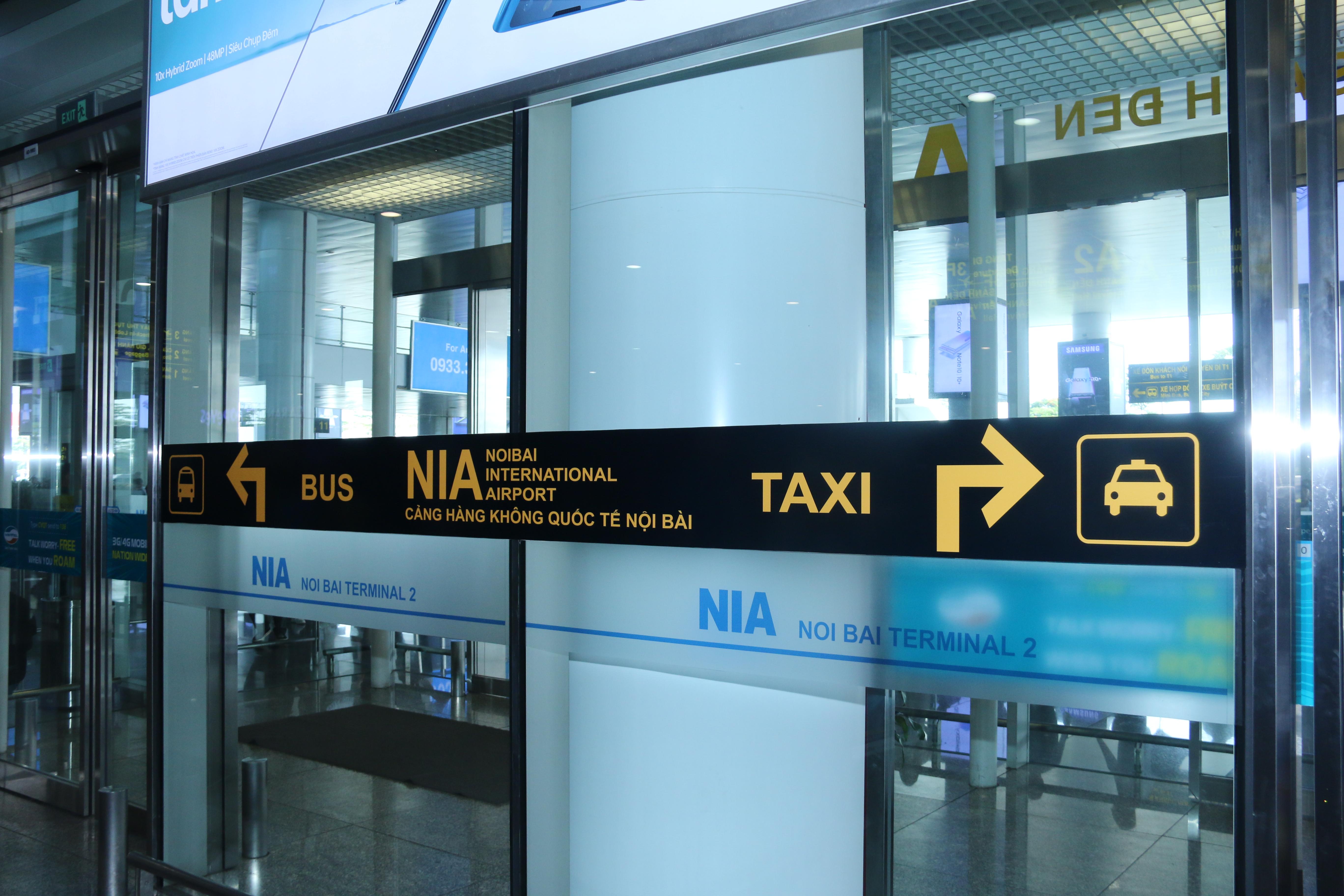 """Sân bay Nội Bài khuyến cáo hành khách về """"taxi dù"""""""