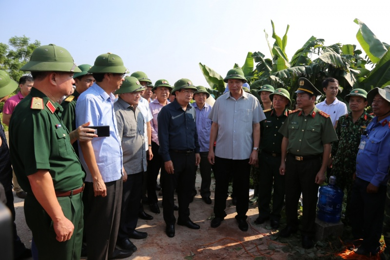 Phó Thủ tướng Trịnh Đình Dũng kiểm tra công tác chuẩn bị ứng phó bão số 6 tại Quảng Ninh