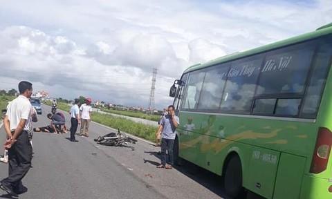 Nam Định: Xe máy tông trực diện vào xe khách, 2 thanh niên tử vong