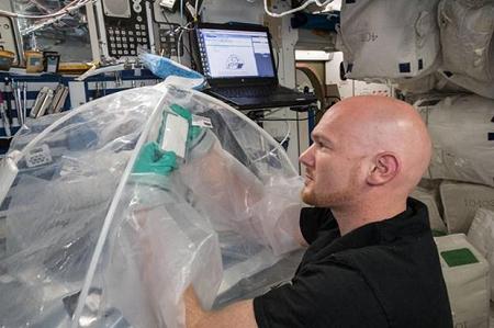 Lần đầu tiên chế tạo được xi măng trên vũ trụ