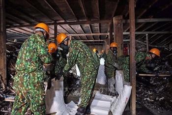 Rải gần 4 tấn chất xử lý chống phát tán thủy ngân trong nhà máy Rạng Đông