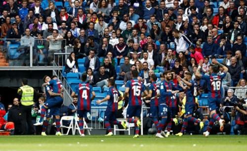 Để thua Levante với tỷ số 1-2, Real Madrid tiếp diễn chuỗi ngày tồi tệ