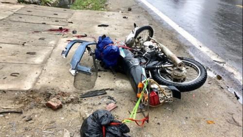 Hà Giang: Tông trực diện vào xe đầu kéo, 2 du khách nước ngoài tử vong