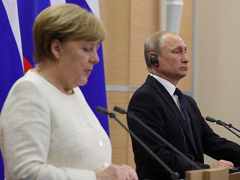 Tổng thống Putin điện đàm với Thủ Tướng Merkel về tình hình Syria