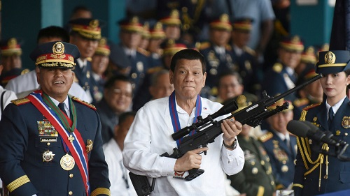 philippines tong thong duterte tuyen bo se thuong cho canh sat neu tieu diet cap tren buon ma tuy