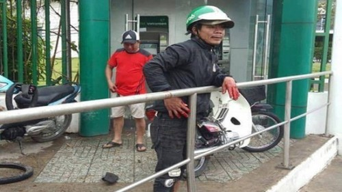 TPHCM: Bắt giữ đối tượng dùng bột ớt để cướp ở trụ ATM