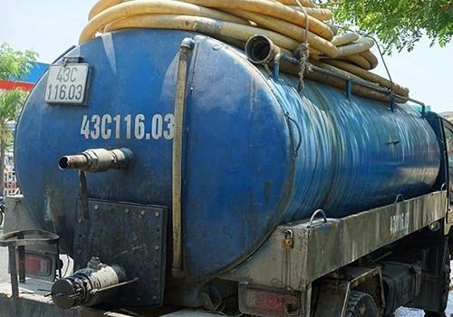Đà Nẵng: Tài xế lái xe bồn đổ nhớt thải xuống cống thoát nước bị phạt 122,9 triệu đồng