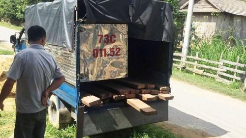 Quảng Bình: 3 kiểm lâm viên bị vây đánh, 1 người trúng đạn khi truy bắt xe chở gỗ lậu