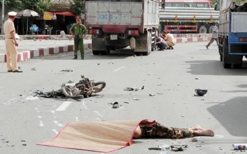 Vĩnh Long: Va chạm với xe tải, người đàn ông tử vong
