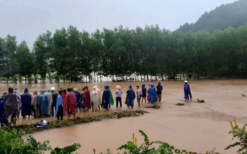 Thừa Thiên - Huế: Tìm thấy thi thể nam thanh niên bị nước lũ cuốn