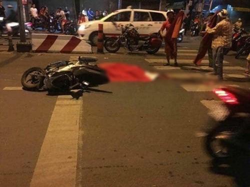 Ngã ra đường lúc đi 'bão', 1 nam thanh niên tử nạn dưới bánh xe bồn