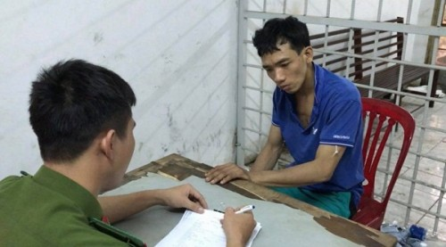 Kẻ cướp cầu cứu công an vì bị kẹt dưới cống khi chạy trốn