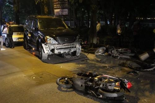 Nữ tài xế lái xe Lexus gây tai nạn liên hoàn tại hồ Tây, 6 người nhập viện cấp cứu