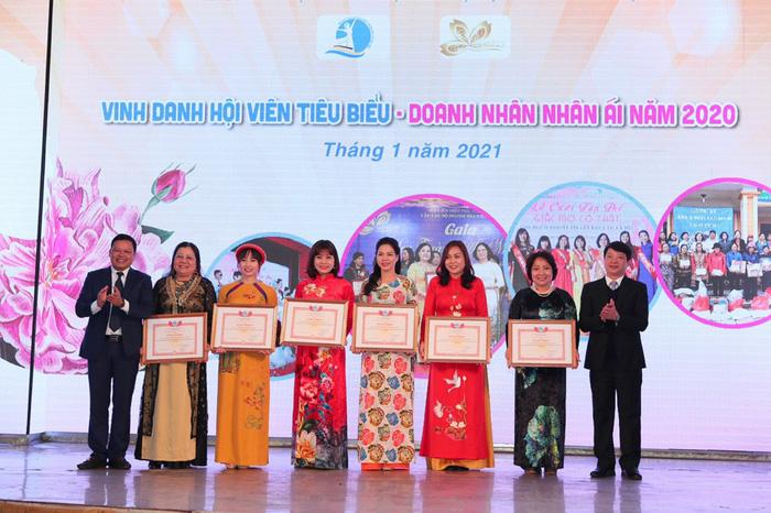 Tôn vinh tài năng và những đóng góp của các nữ doanh nhân Hà Nội