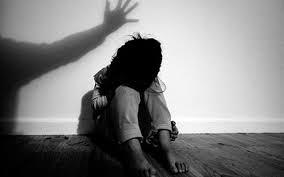 Bắt khẩn cấp người cha hiếp dâm con gái ruột nhiều lần