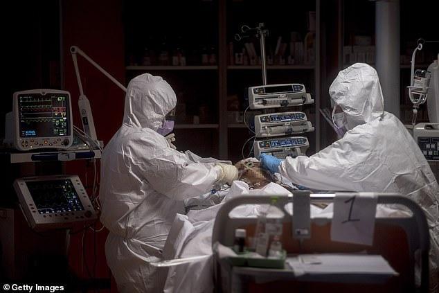 Italy có 6.205 nhân viên y tế bị nhiễm COVID-19, 37 y bác sĩ đã thiệt mạng
