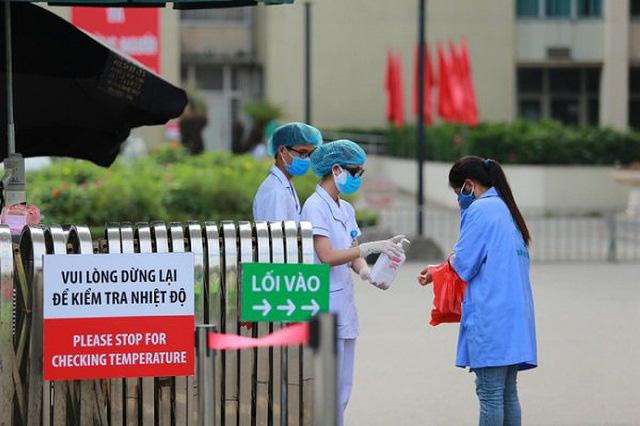 Có thể buộc thôi việc nhân viên y tế khai báo không trung thực