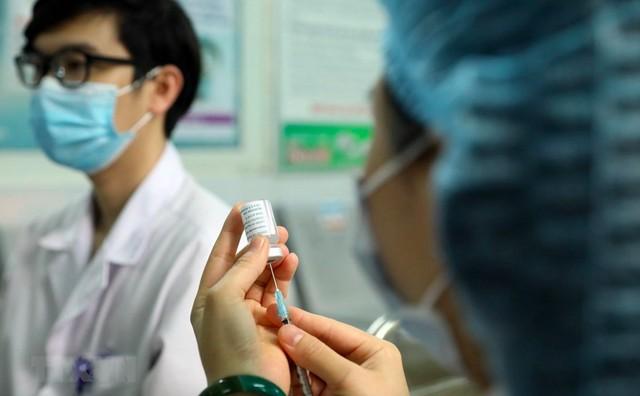 Một phụ nữ tử vong do đông máu sau tiêm vaccine