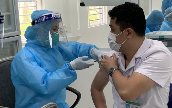 ra mat ban chi dao an toan tiem chung vaccine phong covid 19