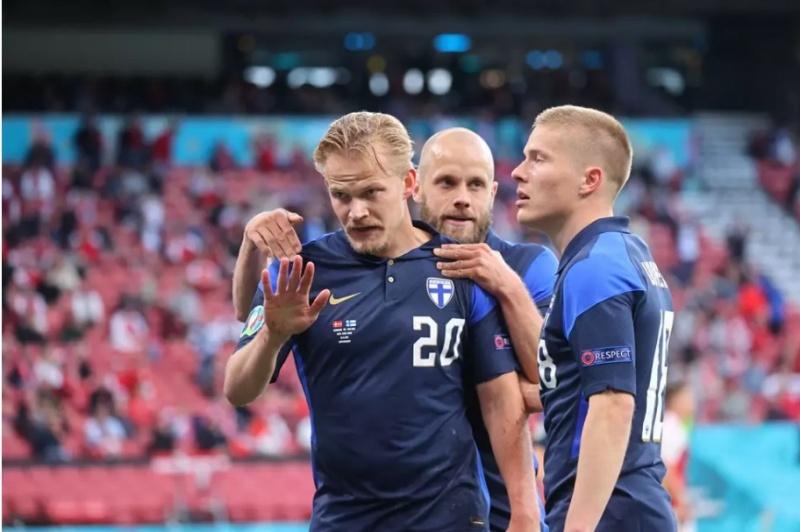 Những cử chỉ đẹp trong trận đấu giữa đội tuyển Đan Mạch và Phần Lan tại EURO 2020 tối 12/6