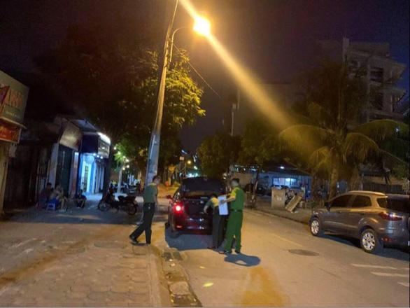 Khám xét khẩn cấp chỗ ở, nơi làm việc của 3 cán bộ giúp việc cho Chủ tịch Hà Nội liên quan đến việc