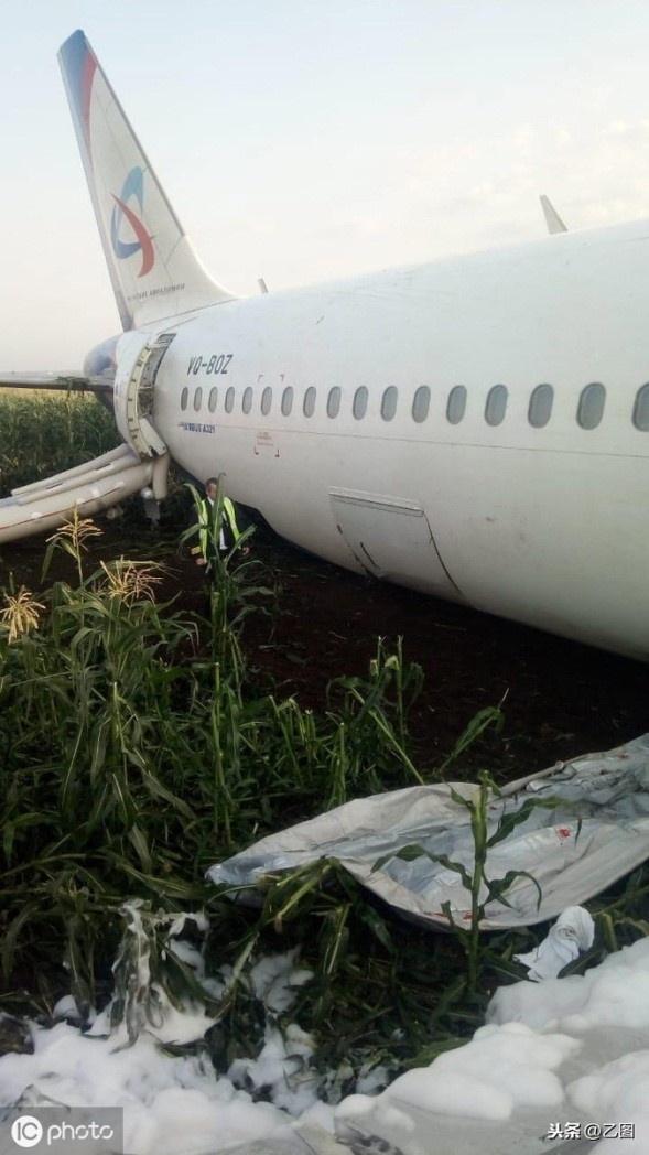 Hiện trường tàu bay Nga phải hạ cánh khẩn cấp vì sự cố