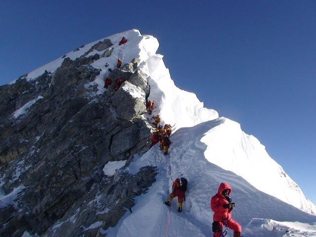Có hơn 300 thi thể trên đỉnh Everest, thân phận của các nạn nhân đã rõ ràng, tại sao các quốc gia và người thân không thu thập các thi thể đó?