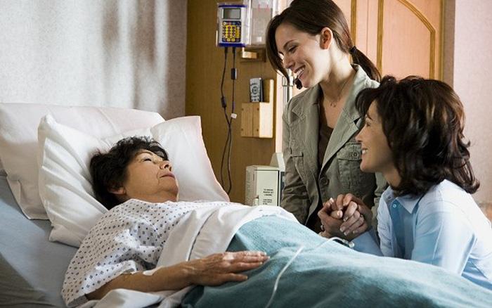 Thói quen thăm người ốm tại bệnh viện: Duy trì hay bỏ?