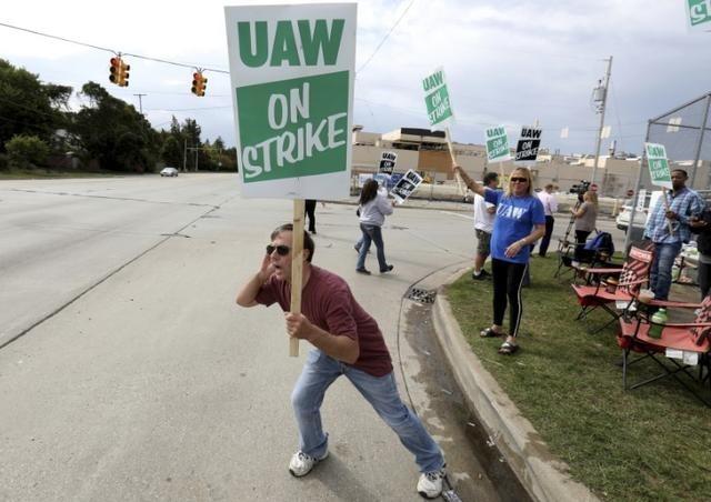 Tổng thống Donal Trumph đã phản ứng thế nào trước cuộc đình công của gần 50.000 công nhân Hãng General Motors ở Mỹ?