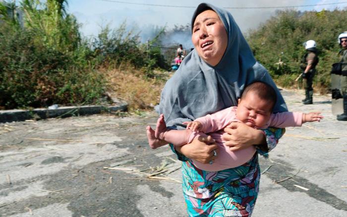 Cuộc sống bi thảm của hàng nghìn phụ nữ, trẻ em sau vụ cháy trại tị nạn ở châu Âu