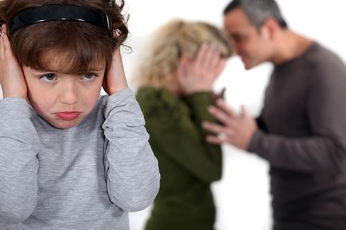 Nghỉ dịch Covid-19 kéo dài khiến mâu thuẫn vợ chồng gia tăng, hạnh phúc gia đình bị