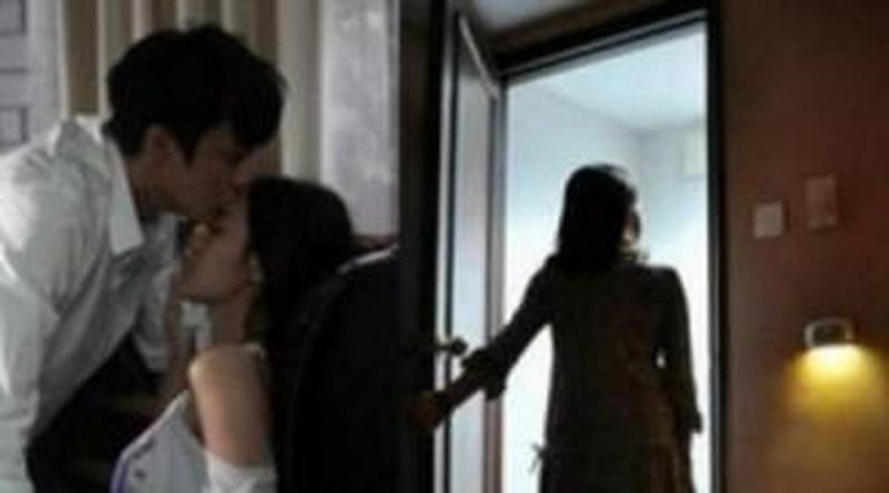 Chấp nhận cảnh chung chồng bởi sợ chồng nói là 'chó già giữ xương'