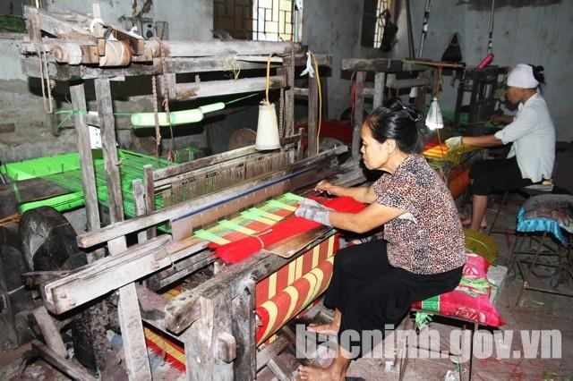 Hồi Quan phát triển nghề dệt truyền thống