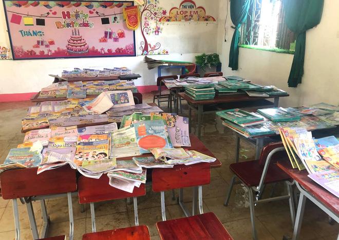 Học sinh vùng lũ miền Trung rất cần sách vở, đồ dùng học tập