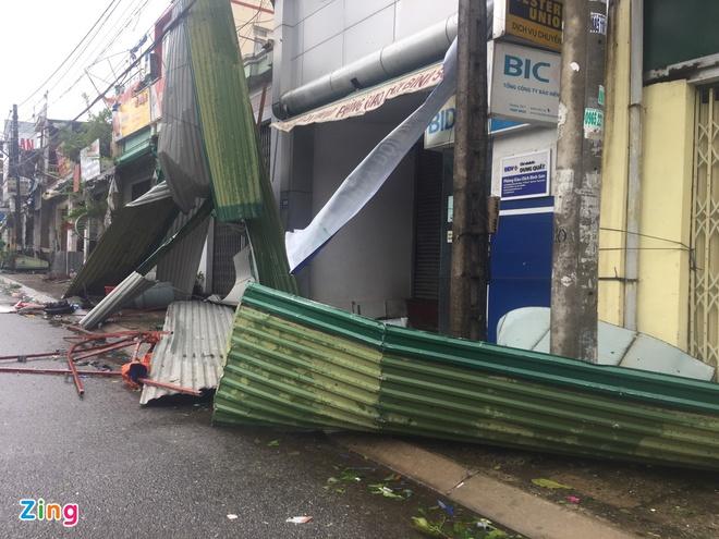 Bão số 9 gây thiệt hại lớn cho các tỉnh miền Trung